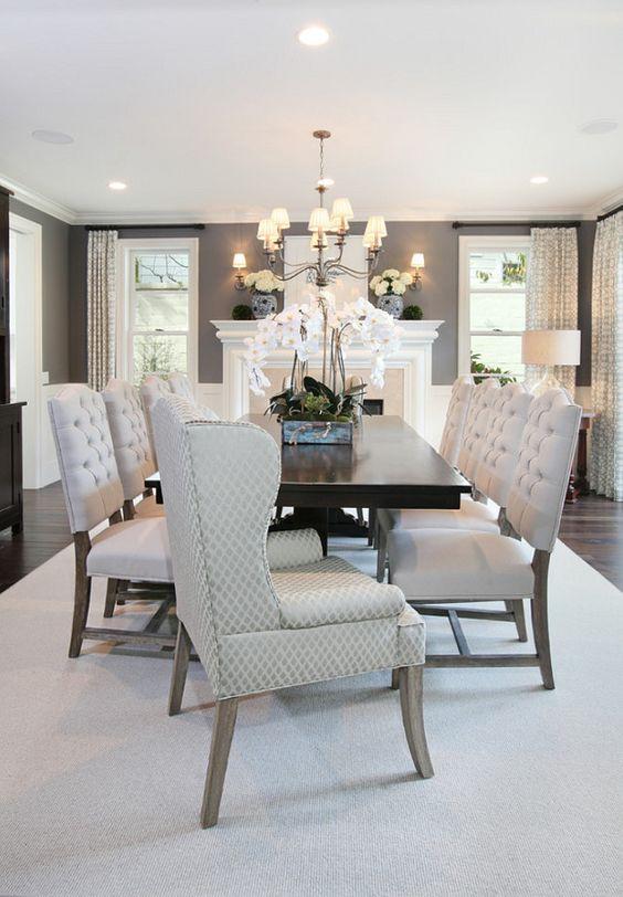 Me gustaría una sala grade con gris paredes y unas sillas cómoda