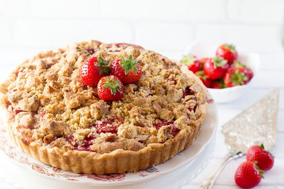 This dazzling dessert recipe is just heavenly. The sharp rhubarb balances out the sweet strawberries perfectly and crunchy crumb topping is the grand finally.