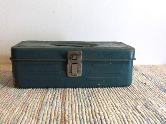 Vintage Metal Industrial Metal Tool / Tackle Box w Tray Compartment
