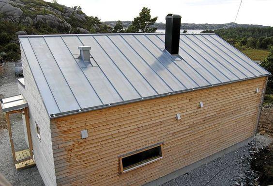 KNOPPSKYTING: Dette er hytte nummer to som er bygget etter Woody-pinsippet. Den har innvendig bad. Taket er kledd med sinkplater. De skal vare i sytti år.