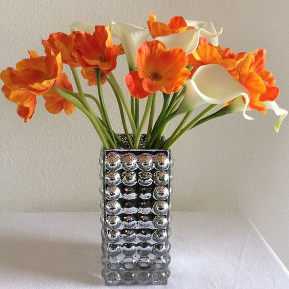 This arrangement it was Made with a high quality latex Orange poppies flower and white calla lily and will give a perfect accent,color and elegance to any room,available on my Etsy shop,direct link on my profile.🌸🌷🌸🌷🌸🌸🌷 @onepiece_at_a_time @rap_1966