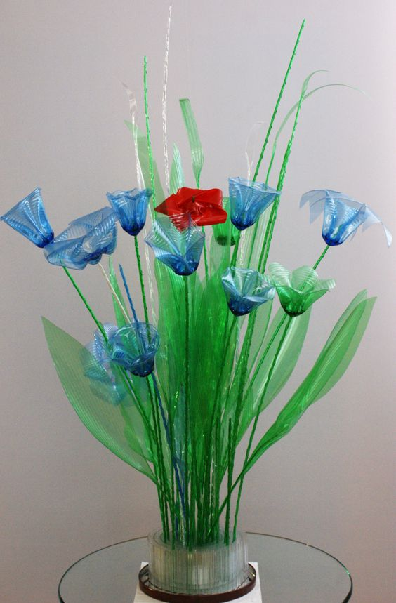 PET ART -Wow!   Decorations of old PET bottles!