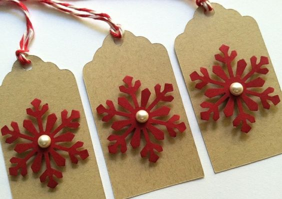 weihnachtskarten basteln rote schneeflöckchen ausschneiden
