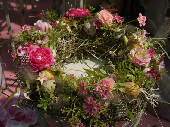 Von der Internationalen Pflanzenmesse #IPM haben wir Tipps für tolle #Blumen-Gestecke für euch mitgebracht. Klickt euch durch unsere Bilderschau auf Homestory.de und seht, was ihr mit den Frühlingsblühern alles anstellen könnt. #Home #Interior #Flowers