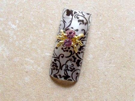 1x bijou métal doré, araignée avec un strass rose.A incruster dans la construction du gel uv ou résine ou sur ongle naturel à poser avec de la colle à ongles.Dimensions: 8mm x 11mm