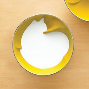 I want this bowl so badly. A young French designer Geraldine de Beco has created a cool series of ceramic breakfast bowls which have a cute little surprise when filled with liquid. The bowls look really strange while empty, but once you fill them with milk, yogurt  or any solid color liquid, the form of an animal magically appears.