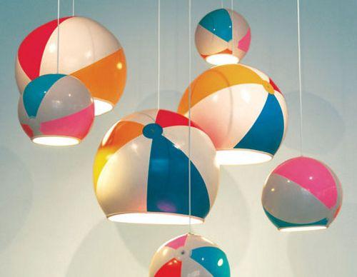 Lámpara con balones de playa
