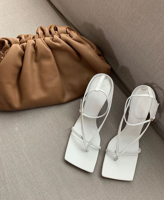 Pretty neutral colors for minimal summer - white naked sandal and brown pouch handbag #minimalstyle #neutralcolors
