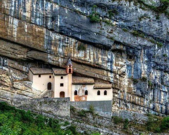 .Ermida de São Columbano - Itália