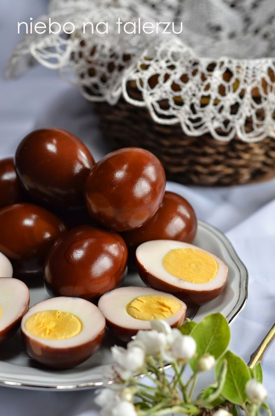 marinated eggs: 1,5 glass of water, 0,25 glass of red wine vinegar and 0,5 glass of balsamic vinegar, 3 spoonfuls of sugar or honey, 0,5 spoonful of salt, 1 red onion, 3 bay leaves, allspice + pepper