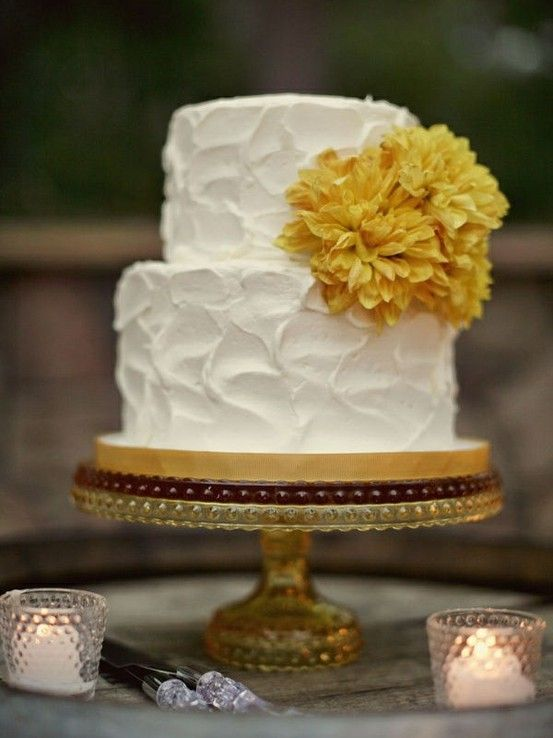 Rustic wedding cake.  Love the look of homemade for a wedding!