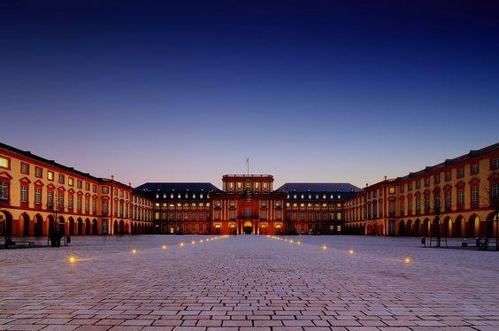 Universität Mannheim Mannheim (Baden-Württemberg)
