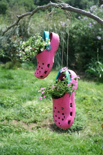 Such a cute idea :: turn an old pair of crocs into planters!
