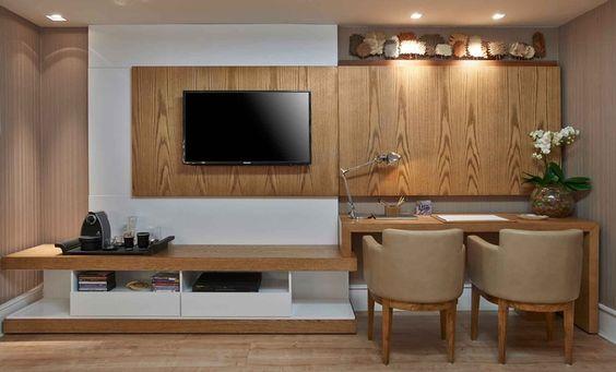 O versátil Home Office é confortável para assistir TV à noite e nos finais de semana e funciona como ambiente de trabalho durante o dia.: