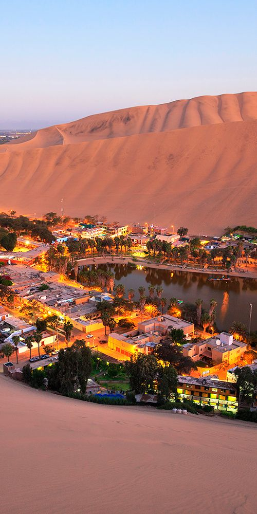 Huacachina- Perú está construído ao redor de um pequeno lago natural no deserto