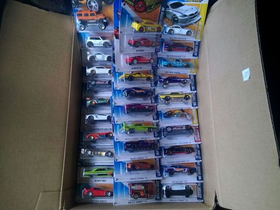 Massive Hot Wheels collection LOT - 31 brand new toy diecast cars - many rares - great gift!