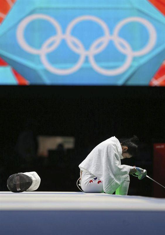 La surcoreana Lam Shim llora, después de un polémico fallo.
