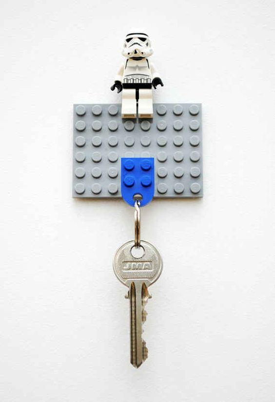 Legos também podem te ajudar a nunca mais esquecer as suas chaves. | 21 maneiras inteligentes de reaproveitar coisas de crianças