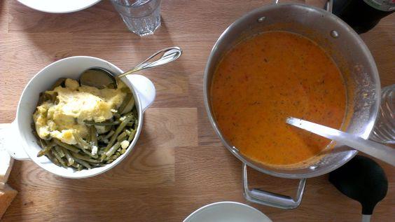Außerdem wurden bei Sinah die Reste verwertet, hier mit Paprikasuppe, etwas Kartoffelpüree und einem Restlein Bohnen.