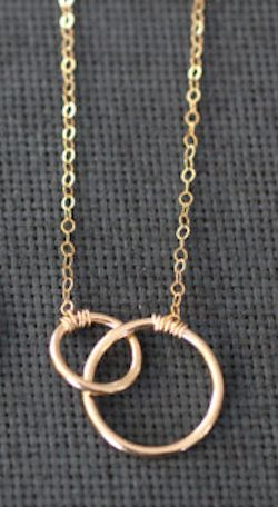 sweet intertwined gold circle necklace