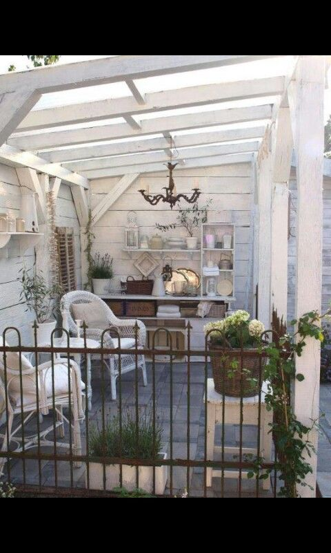 Love this outdoor space! Can just see climbing vines all over that pergola.