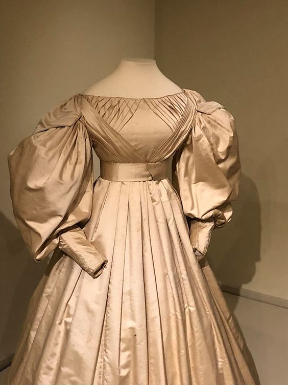 Concord museum collection - but in moss green, tucks in skirt?