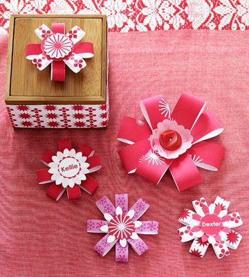 Gift Box with Paper Bow Embellishments - Outra ideia bacana para se fazer com sobras de papel.
