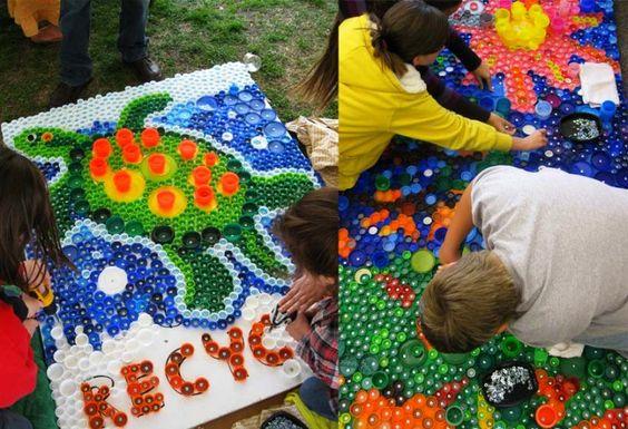 Поделки из пробок от пластиковых бутылок (48 фото): яркий и оригинальный декор http://happymodern.ru/podelki-iz-probok-ot-plastikovykh-butylok-mozaika-kovriki-avoski/ Поделки из пробок от пластиковых бутылок. Совместные с детьми создания мозаик и других украшений из пластика - первый шаг в их воспитании в плане сознательного отношения к окружающей среде