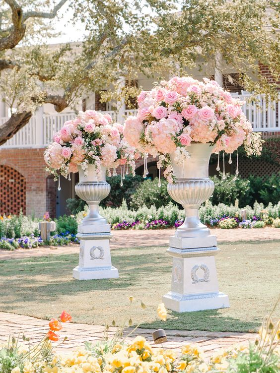 Dramatic Pink Ceremony Flowers | photography by http://www.pashabelman.com