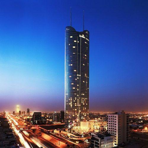 يقع فندق برج رافال كمبينسكي في ضاحية برج رافال الراقية والتي تضم شققا ومتاجر فخمة ضمن أعلى برج سكني في مد Holiday Destinations Willis Tower Travel Inspiration