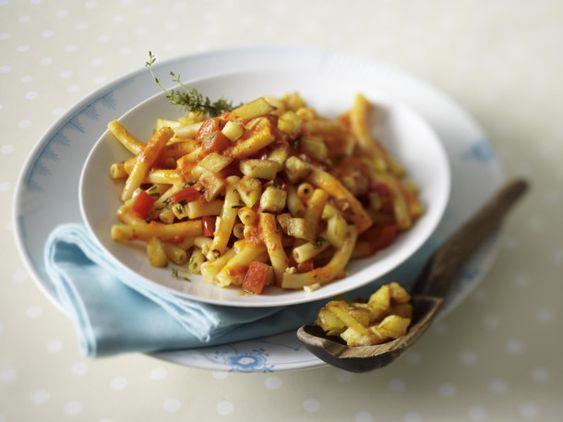 Unser beliebtes Rezept für Pasta mit Paprikasoße und Kartoffelcroûtons und mehr als 55.000 weitere kostenlose Rezepte auf LECKER.de.