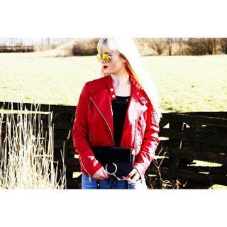 Beauty•Fashion•Life•Interior   Yay or Nay zum Outfit ? - Huhu, heute melde ich mich wieder mit einem neuen Fashion Bild. Meine geliebte rote Bikerjacke darf an so einem sonnigen Tag natürlich nicht fehlen. Sie gibt es aktuell bei @mycolloseum ❤