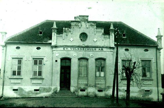 Lutmannsburg - 1935 Evang. Schulhaus