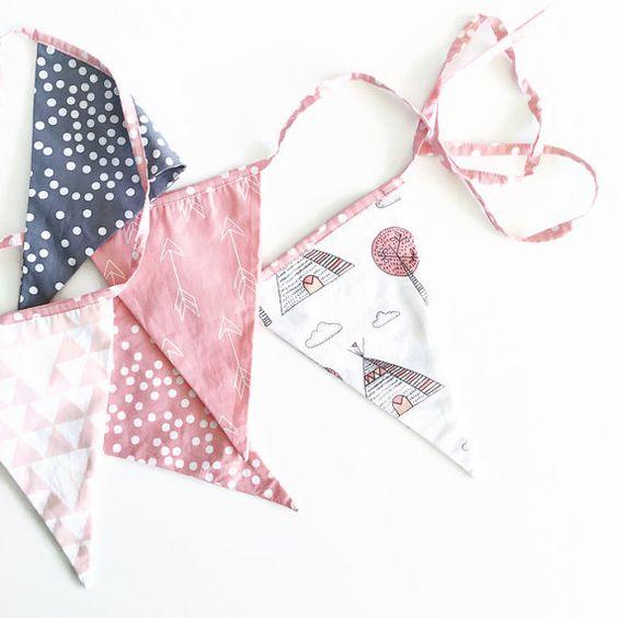 Banderas del empavesado tipi pequeño rosa por AlphabetMonkey