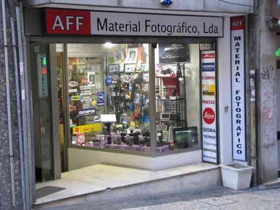 Rua do Bonjardim nº 142  Porto Portugal Coordenadas Gps.: 41.147275 -8.609392 https://www.google.pt/maps/place/AFF-MATERIAL+FOTOGRAFICO+,+LDA/@41.147224,-8.609412,17z/data=!3m1!4b1!4m2!3m1!1s0xd2464e48c683549:0xc764ec9631b4ffd9