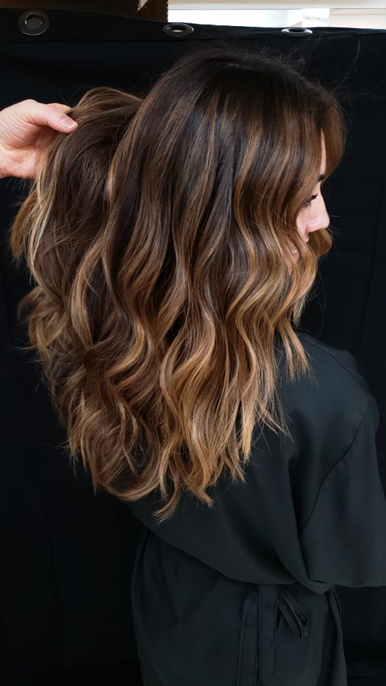 cabelos com luzes mel claro