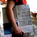 como fazer sacolas recicladas com jornal passo a passo