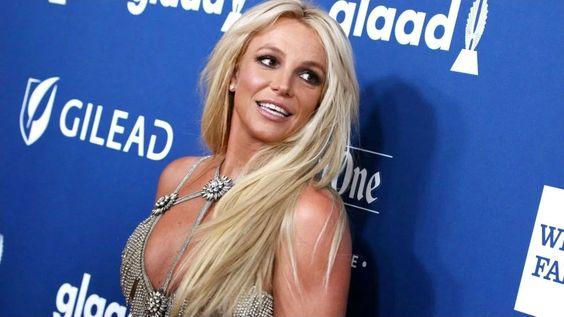 Le mouvement #FreeBritney En 2019, Britney Spears a décidé d'annuler tous ses concerts à Las Vegas pour soin de son père James Spears qui a dû subir une grave opération du côlon. Depuis, ses publications se font observer à la loupe par ses fans. Chorégraphies bizarres, cheveux ébouriffés, défilés avec des tenues «originales»… les fans […] More L'article Britney Spears : ses fans s'inquiètent de plus en plus pour sa santé et sa sécurité ! Est-elle séquestrée ? est apparu en premier sur Br