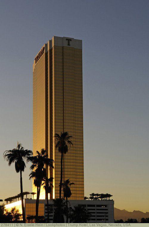 las vegas hotel with eiffel tower