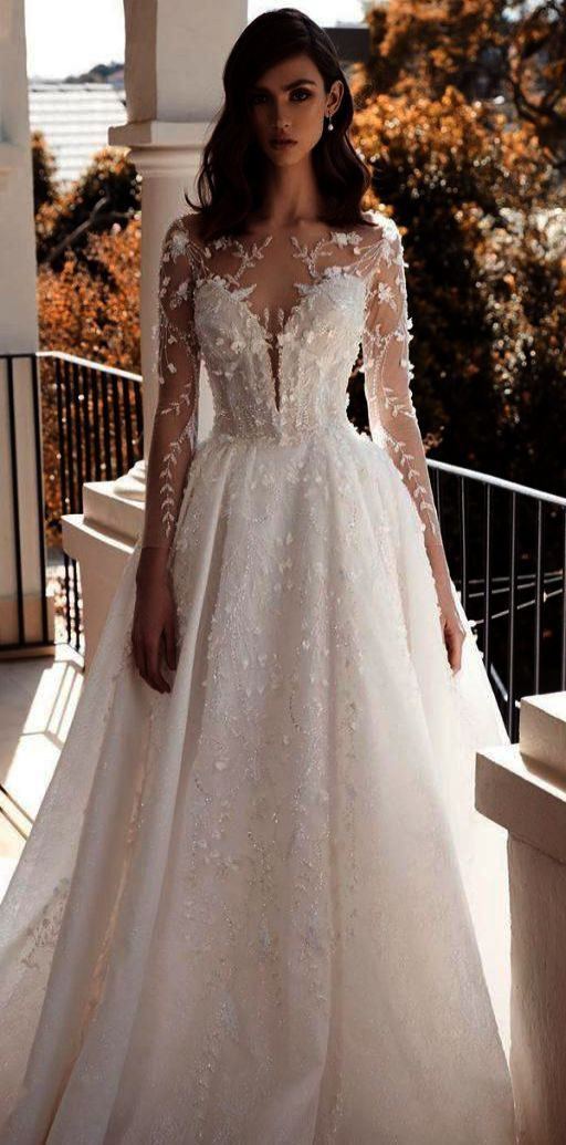 Sample As Is Lace Wedding Dress With Sweetheart Neckline Style