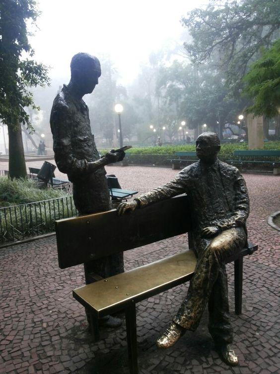 Quintana e Drummond na Praça da Alfândega
