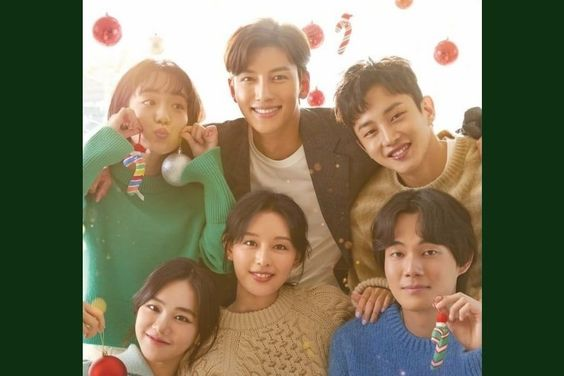 "Ji Chang Wook And Kim Ji Won's Romance Drama ""Lovestruck In The City"" Reveals Festive Christmas Poster"