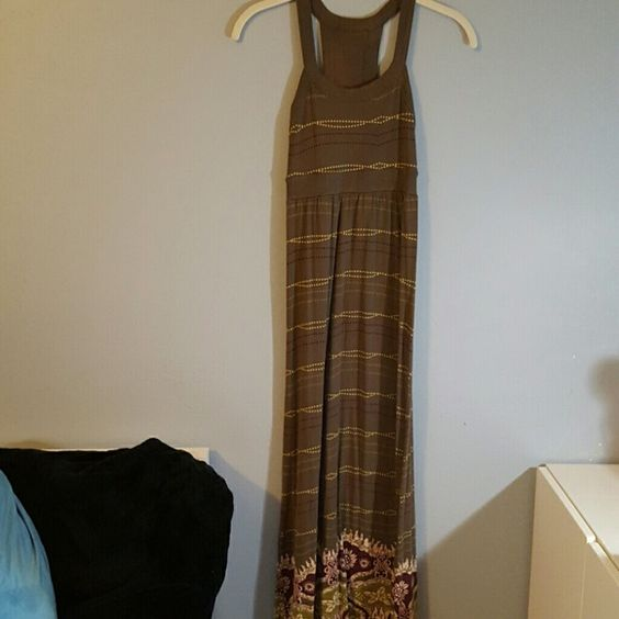 Athleta  Printed Rio Maxi Dress Petite XS Athleta  Printed Rio Maxi Dress Petite XS in brownish green color. Preloved in good condition. Love the prints. A little fading on the inside back which does not affect the appearance of the dress (refer pic.2) Athleta Dresses Maxi