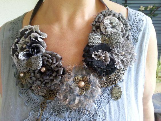 DIY Leinentuniken mit alter Spitze, lange Unterhosen und Vintage Halsschmuck...alles selbstgenäht und gestaltet....DIY old Linenclothes with laces and old Bloomers and handmade vintage necklaces...