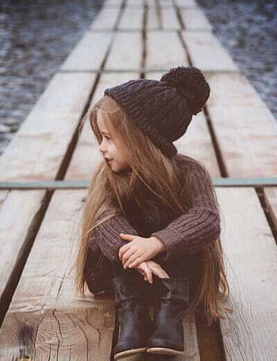 Die kleine war noch nie in ihrem Leben beim Friseur, so lang ist klar. Fall-Winter 2014-15