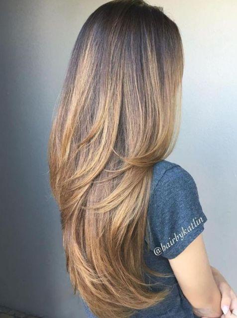 Glatte Haare Mit Stufen Fur Kaffebrauner Haarfarbe Haarschnitt Haarschnitt Lange Haare Lange Haare