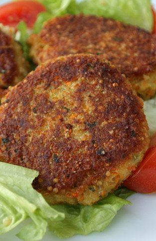 Quinoa-Burger mit Mozzarellafüllung