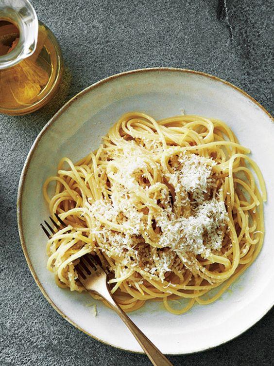 パルミジャーノ・レッジャーノチーズの美味しそうなパスタ・スパゲッティー