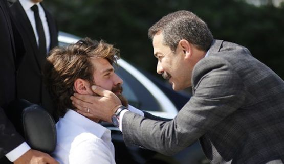الحلقة 15 مسلسل اسطنبول ظالمة أغاه بك ينفي جيرين ونريمان من القصر Istanbul Couple Photos Photo
