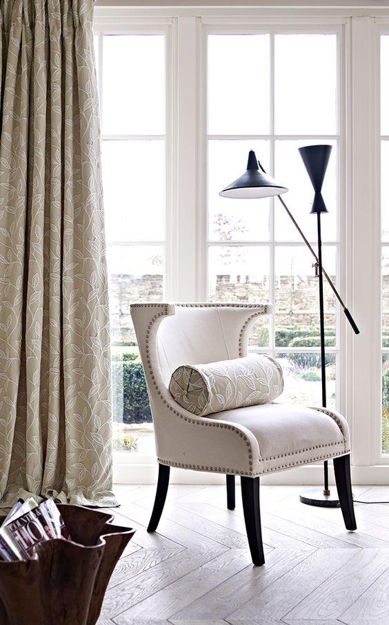 Cortinas y cojín Bolster confeccionados con la tela Ferndown de la colección Dorchester de Prestigious Texties  #interioresmodernos #shabbychic